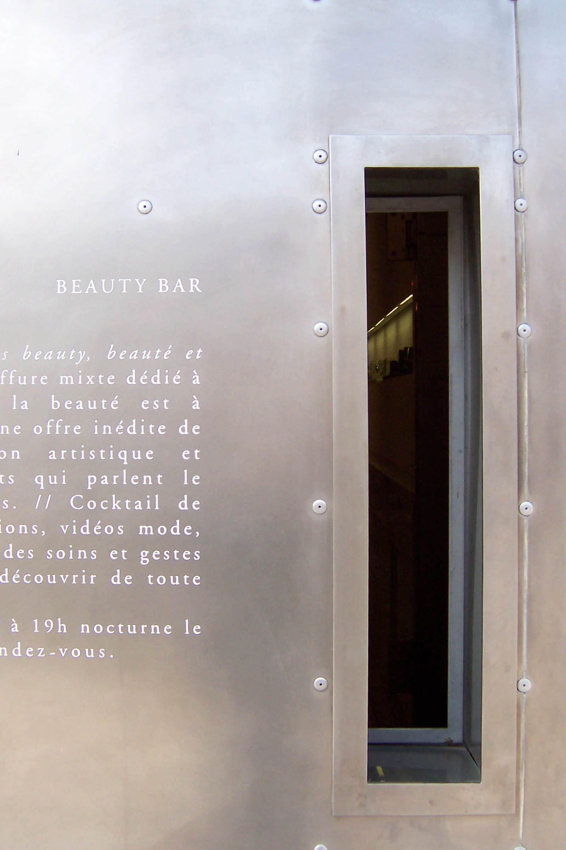 Beauty-Bar-02.jpg